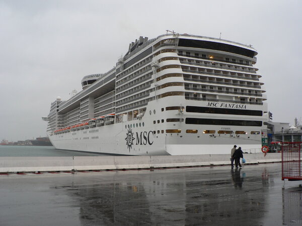 001 MSC Fantasia in Genua